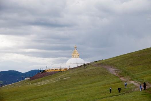 Амарбаясгалант Stupa from side