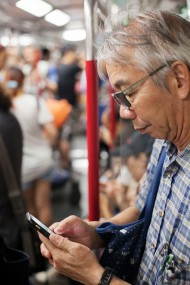 地鐵 Old Man on Phone