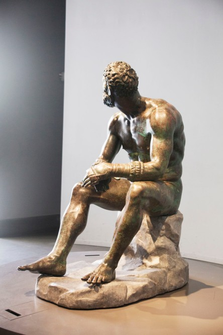 041 Seated Boxer 3