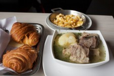 2017.11.19 1 Desayuno Completo (Caldo, Huevos Revueltos, Pan, Chocolate)
