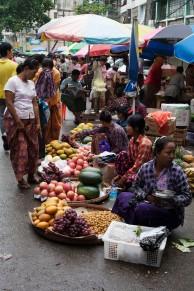 Myaynigone Market